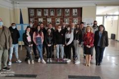 """Учениците от клуб """"Историята - мост през поколенията"""" в ПГРКК получиха изключително ценен подарък от Военен клуб - Русе."""