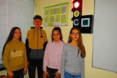 Изработена от ученици, светофарна уредба